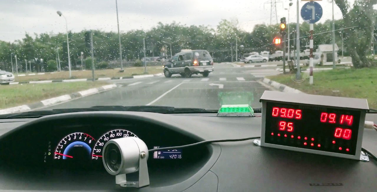kinh nghiệm lái xe là chú ý đến tình huống nguy hiểm