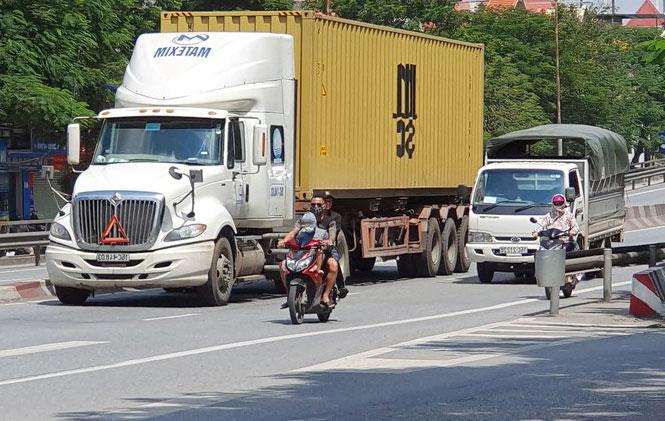 quy tac an toan khi lai xe o to - Quy tắc lái xe ô tô an toàn: Né Ninja Lead và xe đạp điện