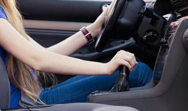Nhiều phụ nữ đăng ký học lái xe ô tô