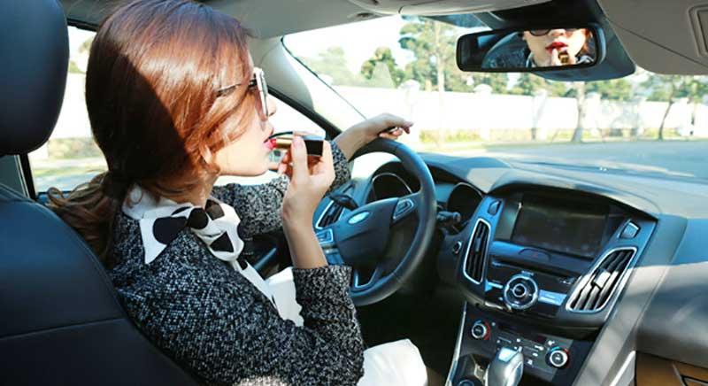 phụ nữ lái xe thường cẩn thận hơn